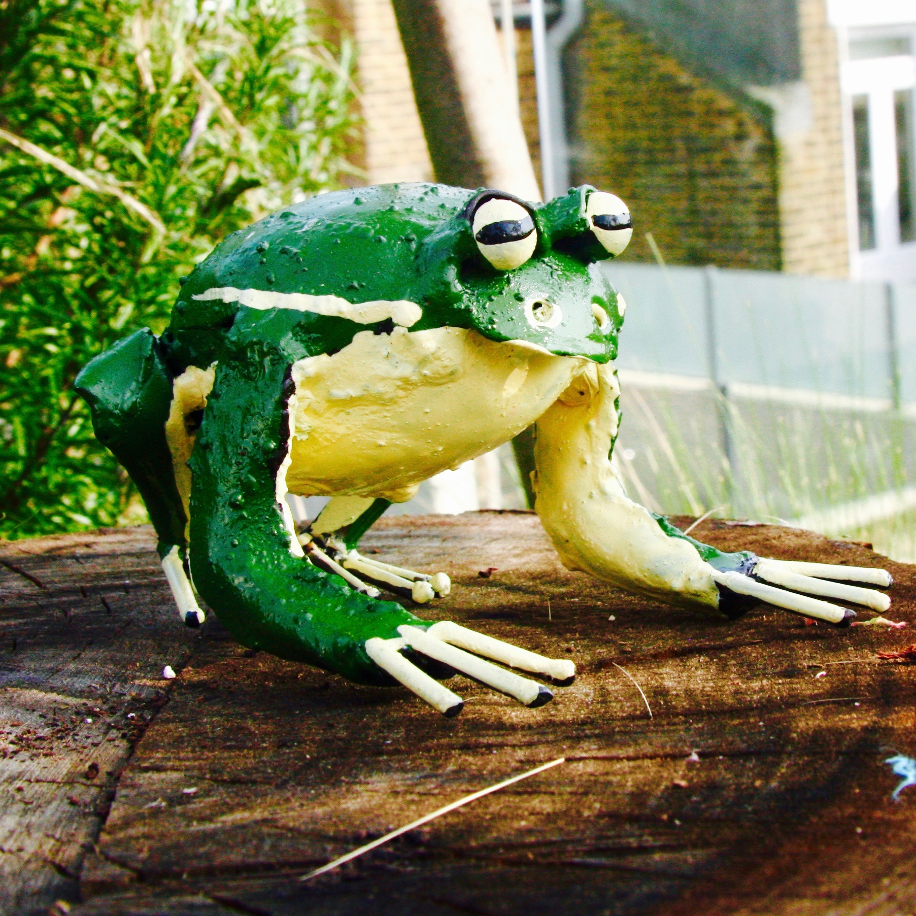 Green Frog Garden Sculpture   London Garden Trading